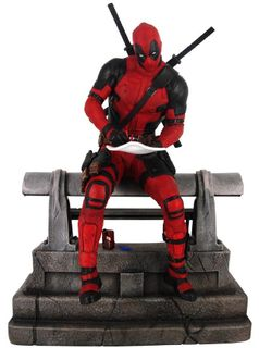 Gallery Diorama: Marvel Premier Collection - Deadpool Resin Limited Edition Statue, 25cm