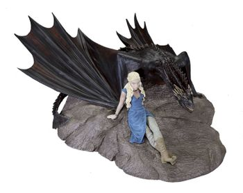 Game of Thrones - Daenerys and Drogon Statuette