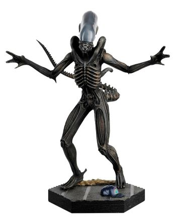 Alien and Predator Collection: Alien - Xenomorph Figurine, 14cm