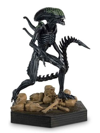 Alien and Predator Collection: Alien vs Predator - 'Grid' Xenomorph Figurine, 13cm