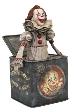 Gallery Diorama: It Chapter Two - Pennywise in a Box Statue, 23 cm