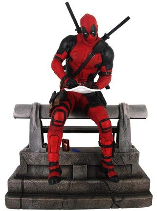 Gallery Diorama: Marvel - Premier Collection Deadpool Movie Statue