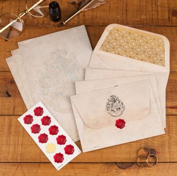 Harry Potter - Hogwarts Letter Writing Set V2