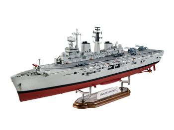 Revell plastic model HMS Invincible (Falkland War) 1:700